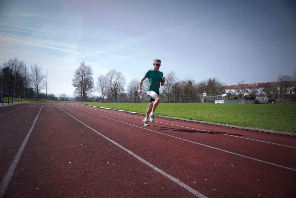 Bei einem Leistungstest kannst du deinen Puls beim Sport herausfinden