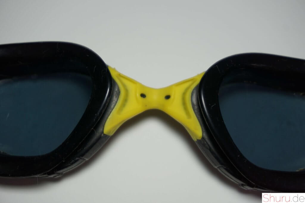 Schwimmbrille mit festem Nasensteg