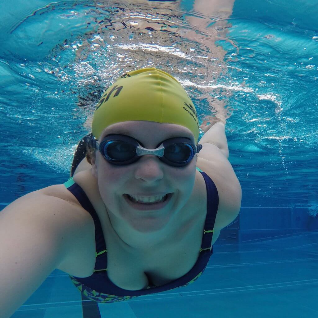 Kathi beim Schwimmen