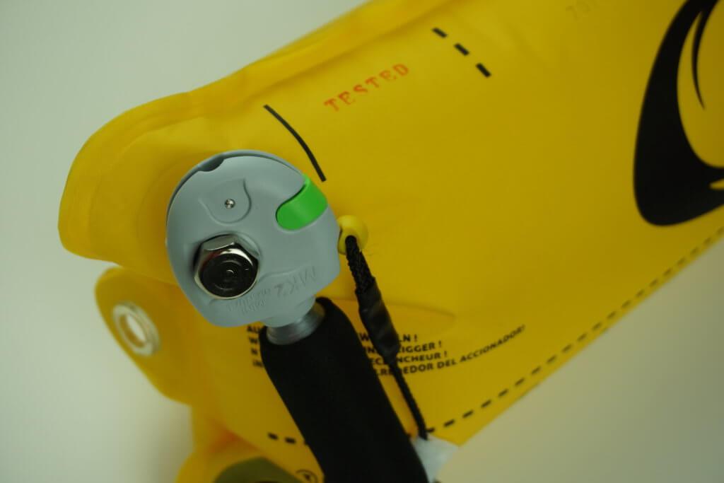 RESTUBE Test: Auslösemechanismus, CO2 Kartusche, Kartuschenschutz und Tested Aufdruck