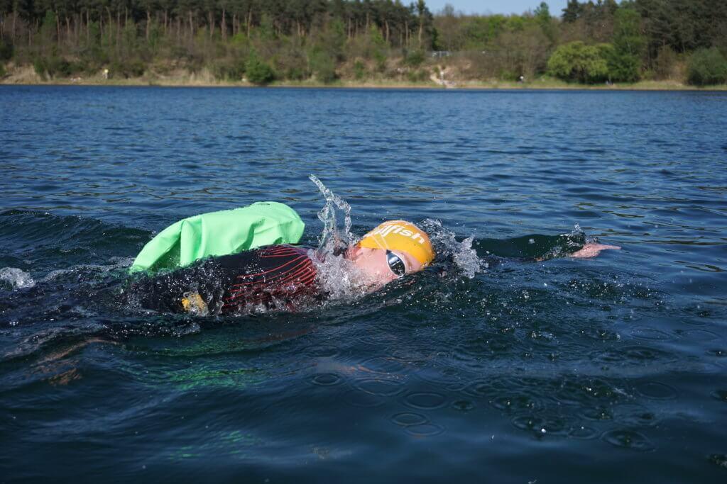 Drybags Test: Drybag beim Schwimmen