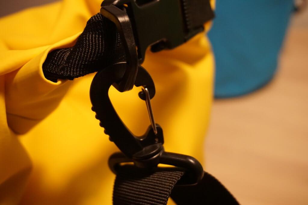 Drybags Test: Gurt an Tasche angebracht