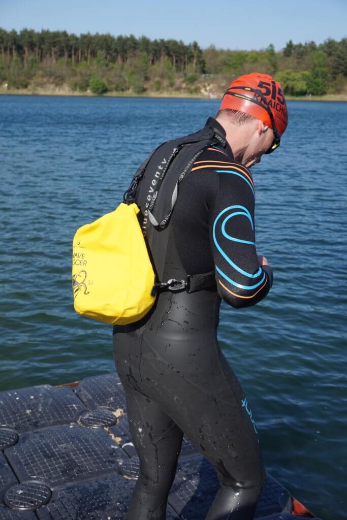 Drybags Test: Umgehängter Drybag aus der Nähe