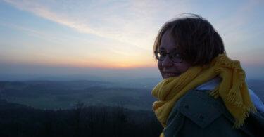 Kathi vor dem Sonnenuntergang in der Rhön