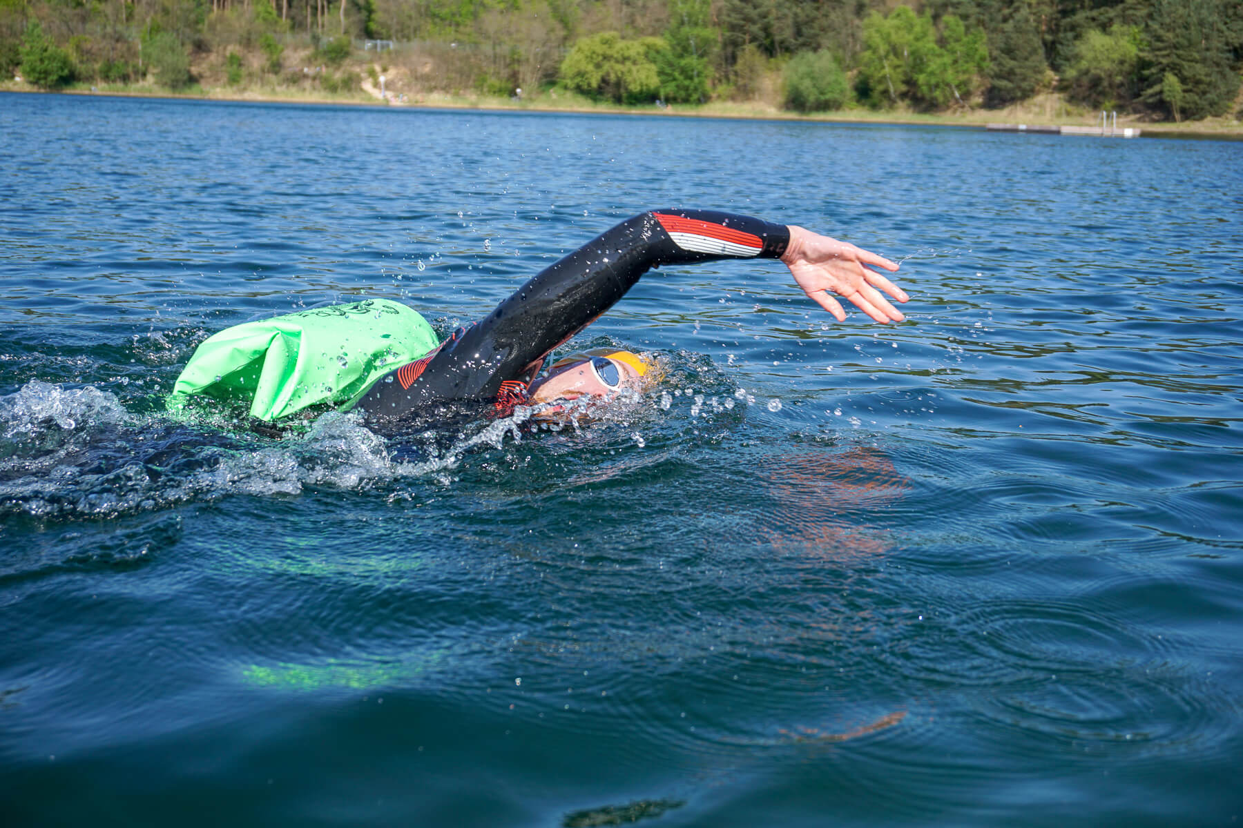 Schneller schwimmen: die richtige Handhaltung in der Überwasserphase