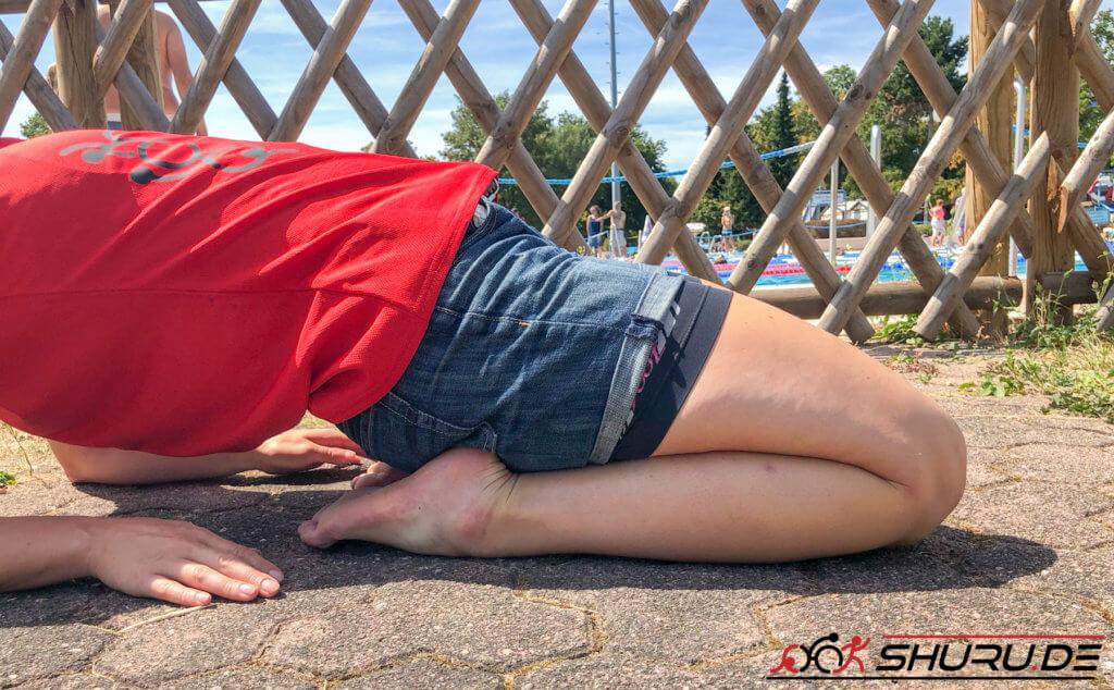 Beinschlag für Triathleten - Dehnübung 2 mit abstützen