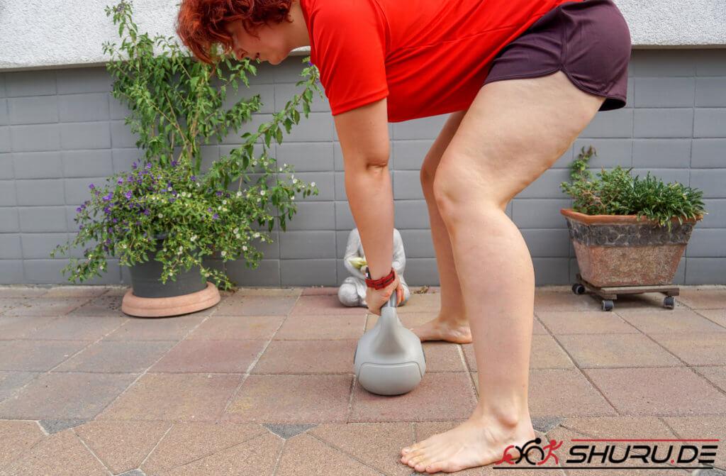 Rennrad Sitzposition Übung - Kettlebell Swing Ausgangsstellung