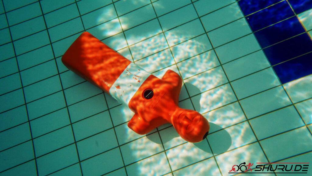 Rettungssport: Puppenschwimmen