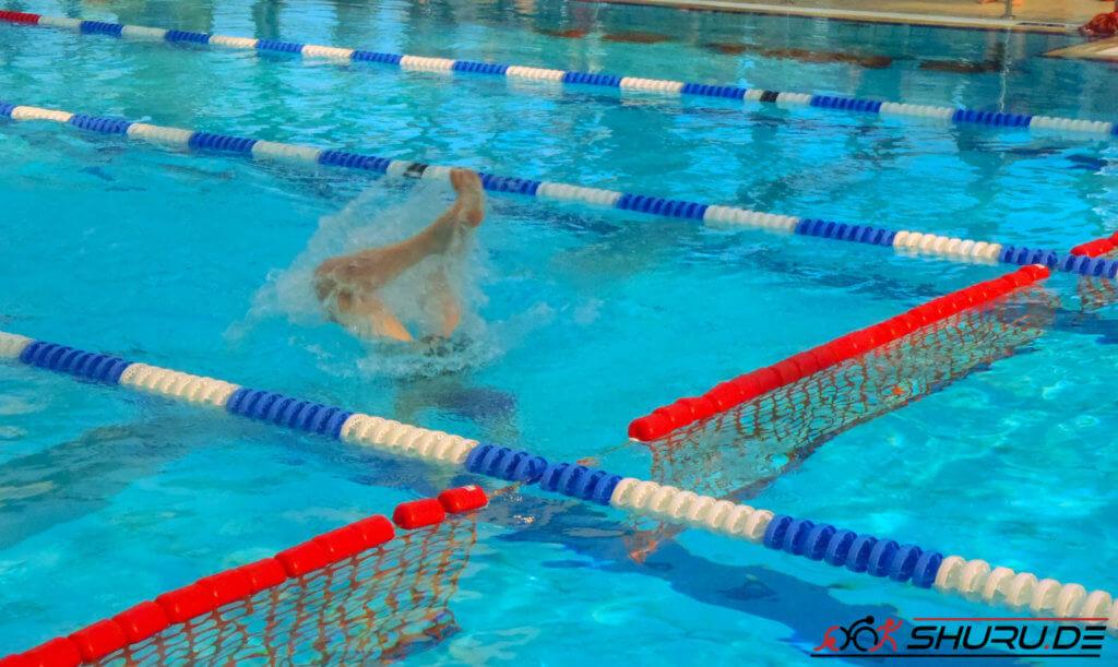 Rettungssport: Hindernisschwimmen