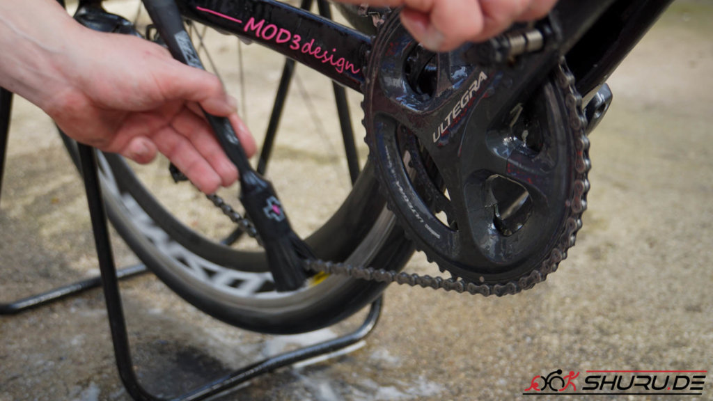Fahrrad Pflege Kette bürsten